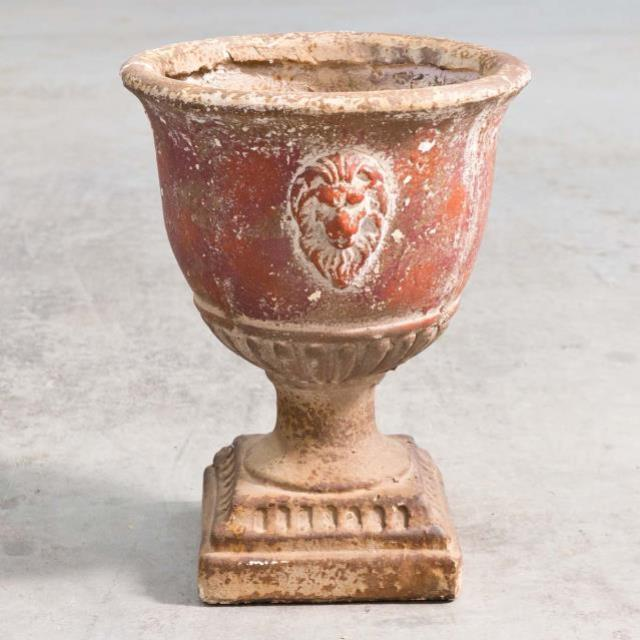 Where to find VASE, URN OLD WORLD 16 in Camarillo